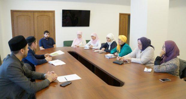 Нәзарәттә татар теле курсларында белем бирүче мөгаллимнәр җыелды