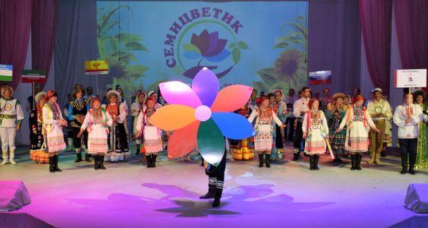 Межрегиональный фестиваль национальных культур в Чебоксарах объединил творческие коллективы Поволжья