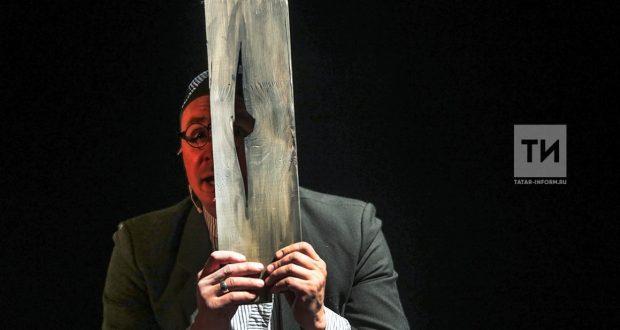 """Камал театрының бер спектакле алты номинациядә """"Алтын битлек"""" премиясенә дәгъва итә"""