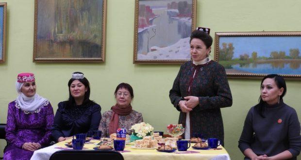 Нәбирә Гыйматдинова белән очрашу узды