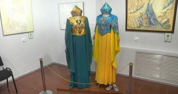 Татарские национальные костюмы и предметы быта представлены на выставке в Елабуге