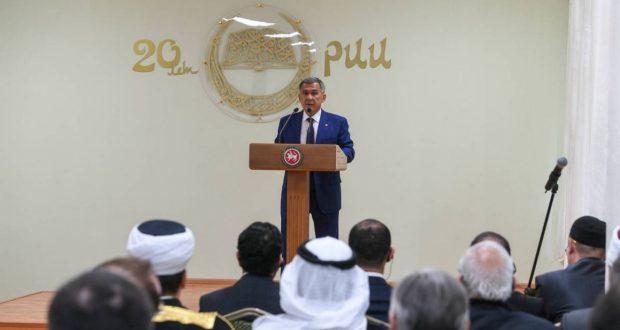 Рөстәм Миңнеханов Ислам институты ректорын орден белән бүләкләде