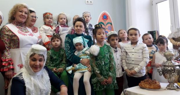 «Ак калфак»лылар Удмуртиянең Ижау шәһәрендә татар балаларын тәрбияләү ысуллары белән танышты
