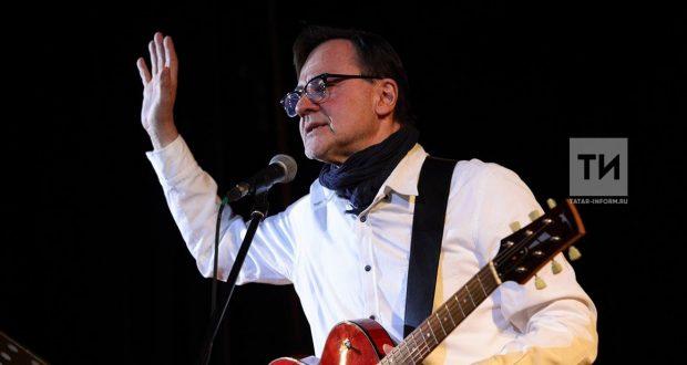 Татар музыканты Дәниз Бәдретдин үзе оештырган музыкаль төркемнәрен яңарта